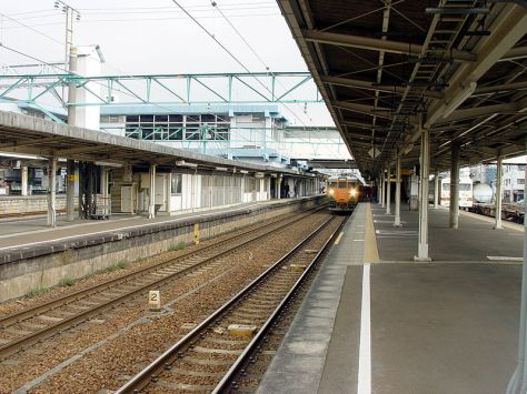 TOKAIDO-LINE-FUJI-PLATFORM