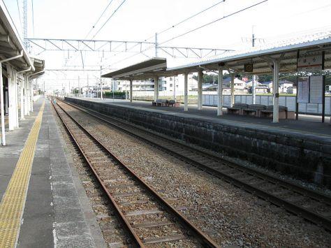 TOKAIDO-LINE-HARA-PLATFORM