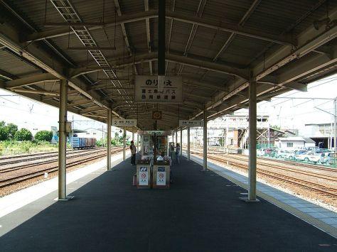 TOKAIDO-LINE-YOSHIWARA-PLATFORM